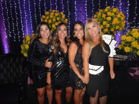 Renata, Karinne e Viviann com sua mãe Luci Andrade Silva