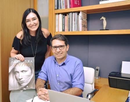 A cerimonialista Cacau Dias e Gelson Carneiro