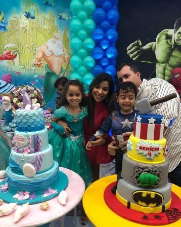 Alice e Benicio com seus pais Renata e João Lucas