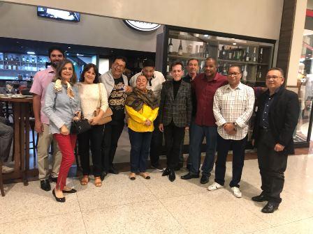 Proprietários da Casa de Muá entre os jornalistas Licia Silva, Ligia Mota, Cid Daltro, Lia Bernardes, Ailton Pitombo, Gil Mario, Dilton Coutinho e Tanurio Brito