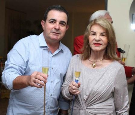Moacir e a mãe Paloma Arcoverde