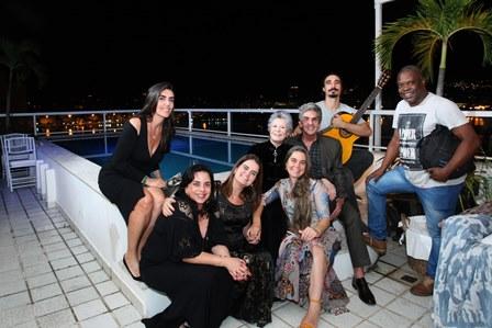 Iná, Deise Magalhães,Thaiza, Cristina, Gisela, Thomaz, Antonio Carlos Jr e Paulo Sapuri(musicos)