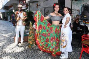 A dançarina de Carimbó Andrea de Vasconcelos e Nadja Pimentel