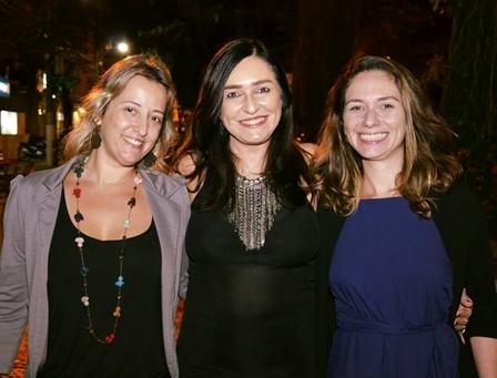 Cacau Dias ladeada por Isa Boechat e Lia Baron
