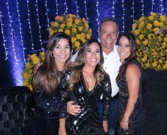 Guto Pimenta Silva o pai do ano com suas filhas Renata, Karinne e Viviann Silva Oliveira