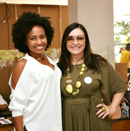 A arquiteta Marina Cipriano com Cacau Dias, que comandou o talkshow