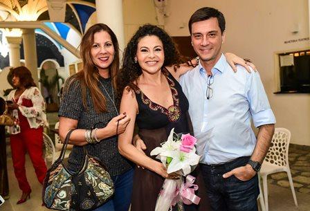 Carla Daniel, Yara Figueiredo e Marcelo Farrula
