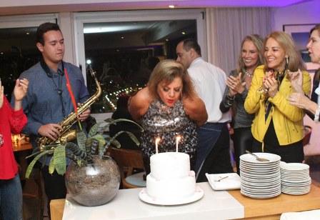 Rosana no bolo com Guilherme Tupinanba e Ana de paula