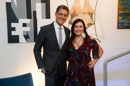 Sérgio Ronaldo e Cacau Dias no lançamento da exposição Eu AMO Niterói