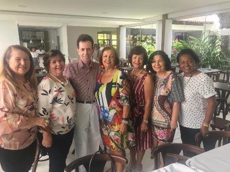 Com a turma do Women's Club, a Presidente Yara Portugal Lima e Cruz, Celia Cerqueira, Neilza Menezes, Maria das Graças Cerqueira, Maria Aparecida Carneiro dos Santos Almeida e a Emilia Azevedo