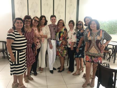 O grupo do International Women's Club de Feira
